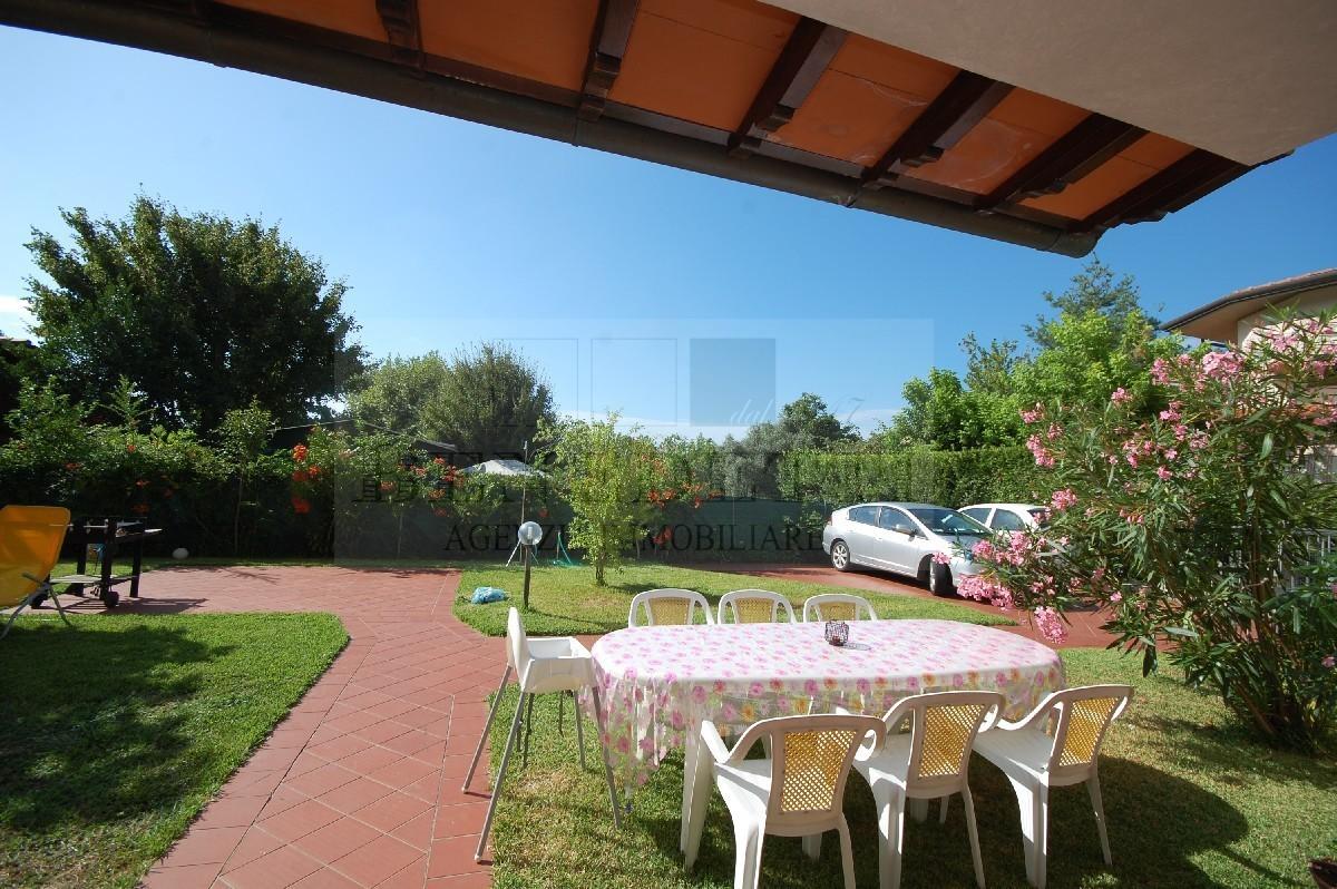 Appartamento in vendita a Pietrasanta, 4 locali, prezzo € 390.000 | Cambio Casa.it