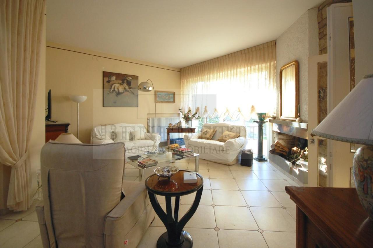Villa in vendita a Pietrasanta, 9 locali, prezzo € 1.100.000 | Cambio Casa.it