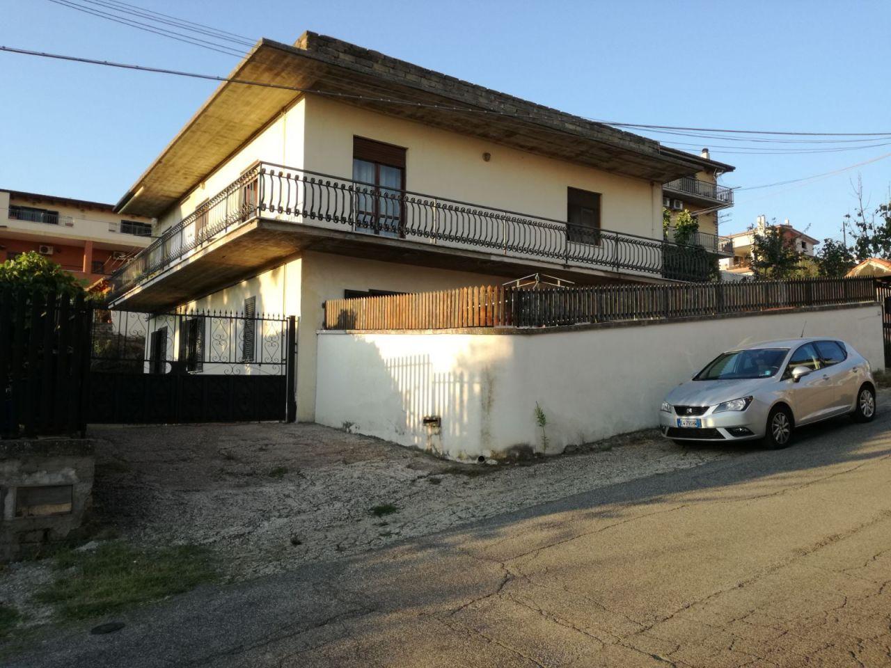 vendita appartamento roma   335000 euro  6 locali  120 mq