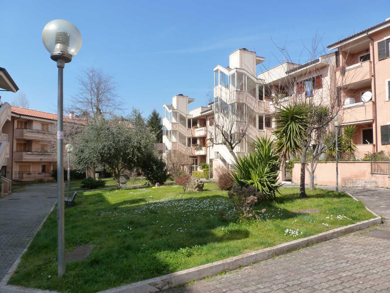 Appartamento in vendita a Grottaferrata, 5 locali, prezzo € 249.000 | CambioCasa.it