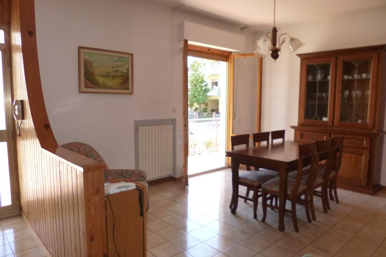 Soluzione Indipendente in vendita a Maiolati Spontini, 5 locali, prezzo € 140.000   Cambio Casa.it