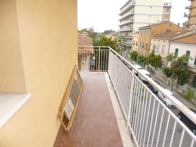 Appartamento in affitto a Chiaravalle, 5 locali, prezzo € 400 | Cambio Casa.it