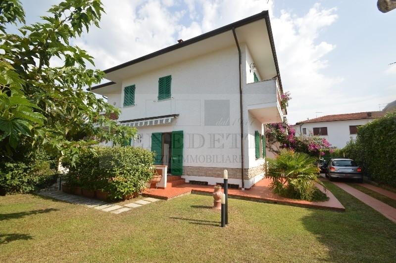 Soluzione Indipendente in vendita a Pietrasanta, 7 locali, prezzo € 600.000 | Cambio Casa.it