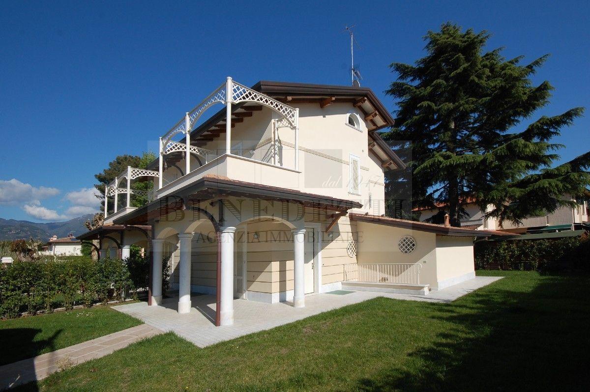 Villa in vendita a Pietrasanta, 8 locali, prezzo € 730.000 | Cambio Casa.it