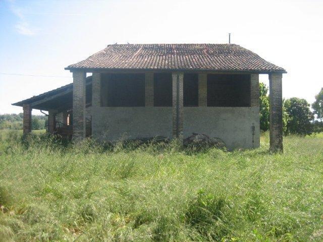 Rustico / Casale in vendita a Collecchio, 10 locali, prezzo € 150.000   CambioCasa.it