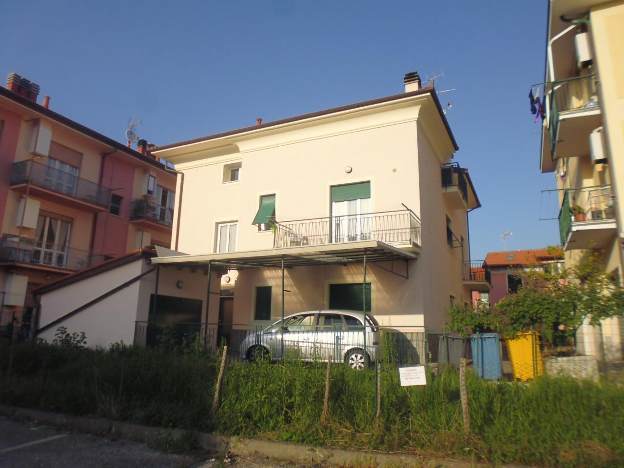 Appartamento in affitto a Casarza Ligure, 6 locali, prezzo € 600 | CambioCasa.it