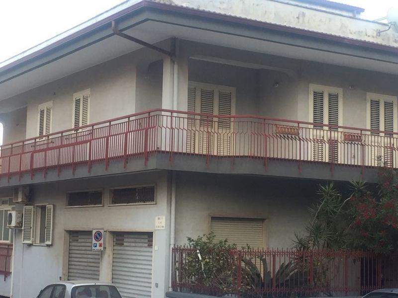 Ufficio diviso in ambienti/locali in affitto - 160 mq