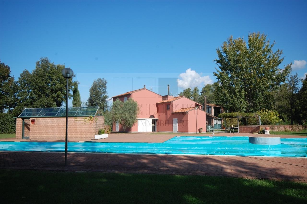 Villa in vendita a Pietrasanta, 10 locali, prezzo € 1.500.000 | Cambio Casa.it
