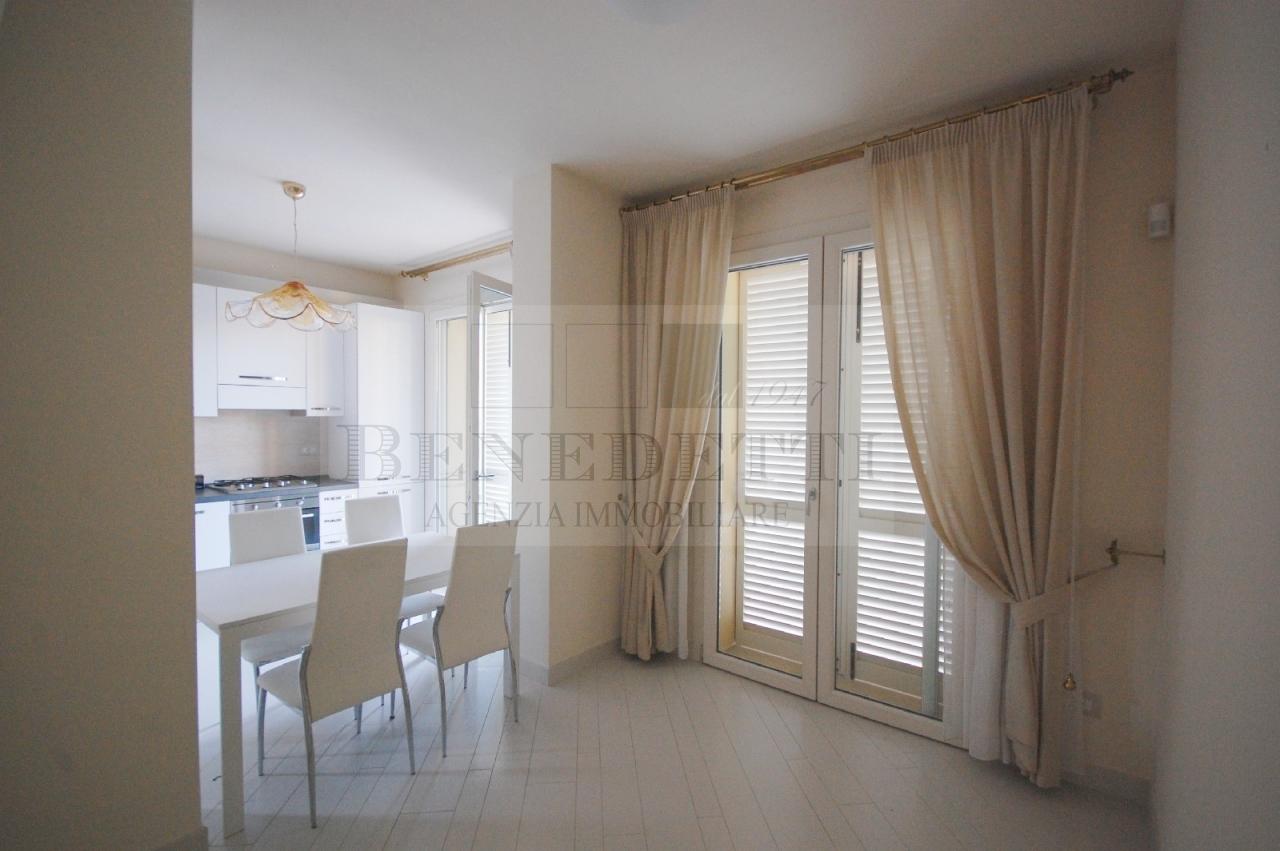 Appartamento in vendita a Camaiore, 5 locali, prezzo € 490.000 | Cambio Casa.it