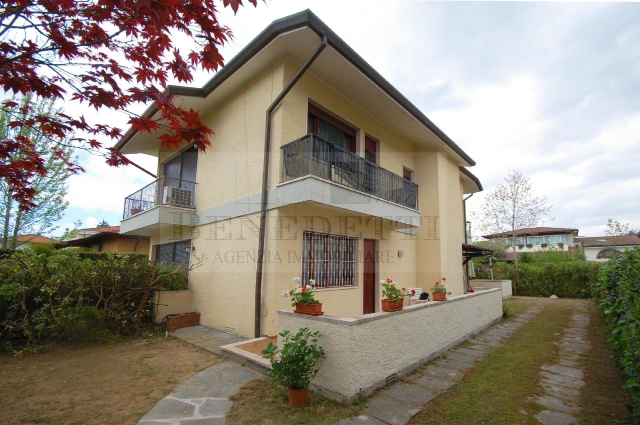 Soluzione Indipendente in vendita a Pietrasanta, 6 locali, prezzo € 490.000 | Cambio Casa.it