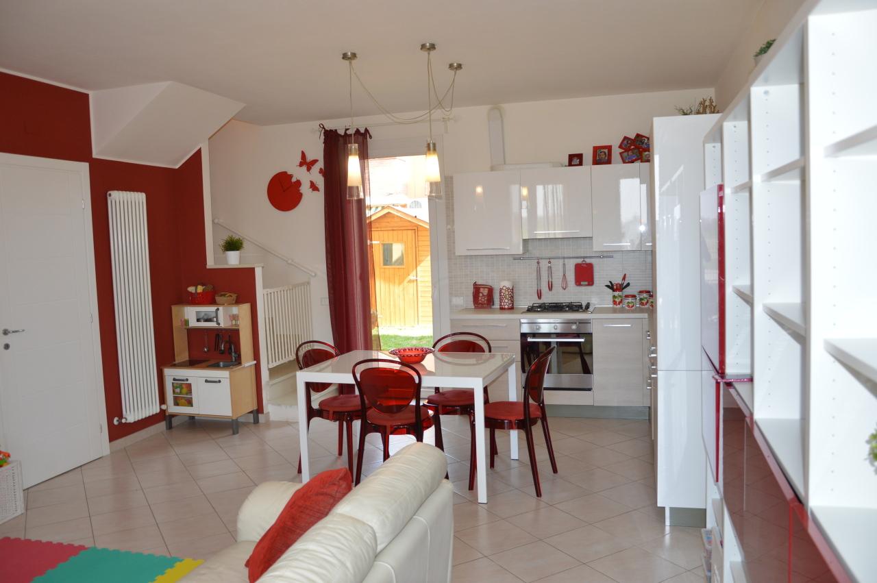 Villa a Schiera in vendita a Pontecchio Polesine, 5 locali, prezzo € 125.000 | CambioCasa.it