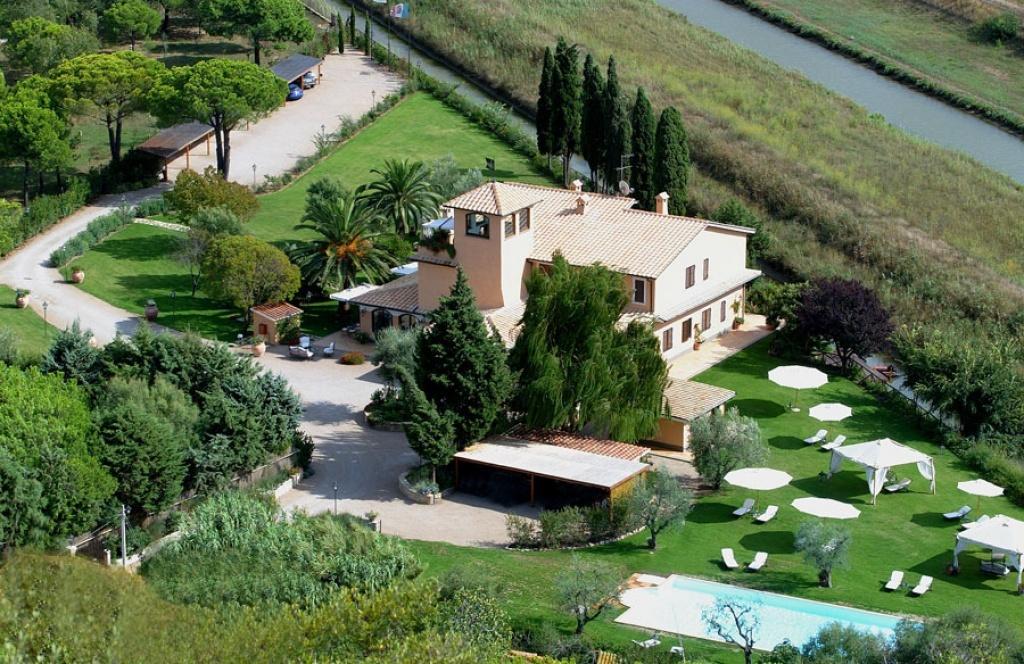 Villa in affitto a Orbetello, 30 locali, Trattative riservate | CambioCasa.it