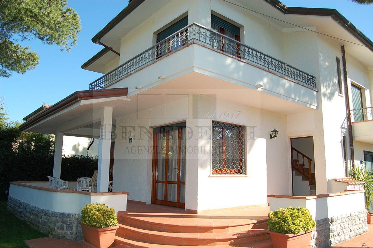 Villa in vendita a Pietrasanta, 8 locali, prezzo € 760.000 | Cambio Casa.it