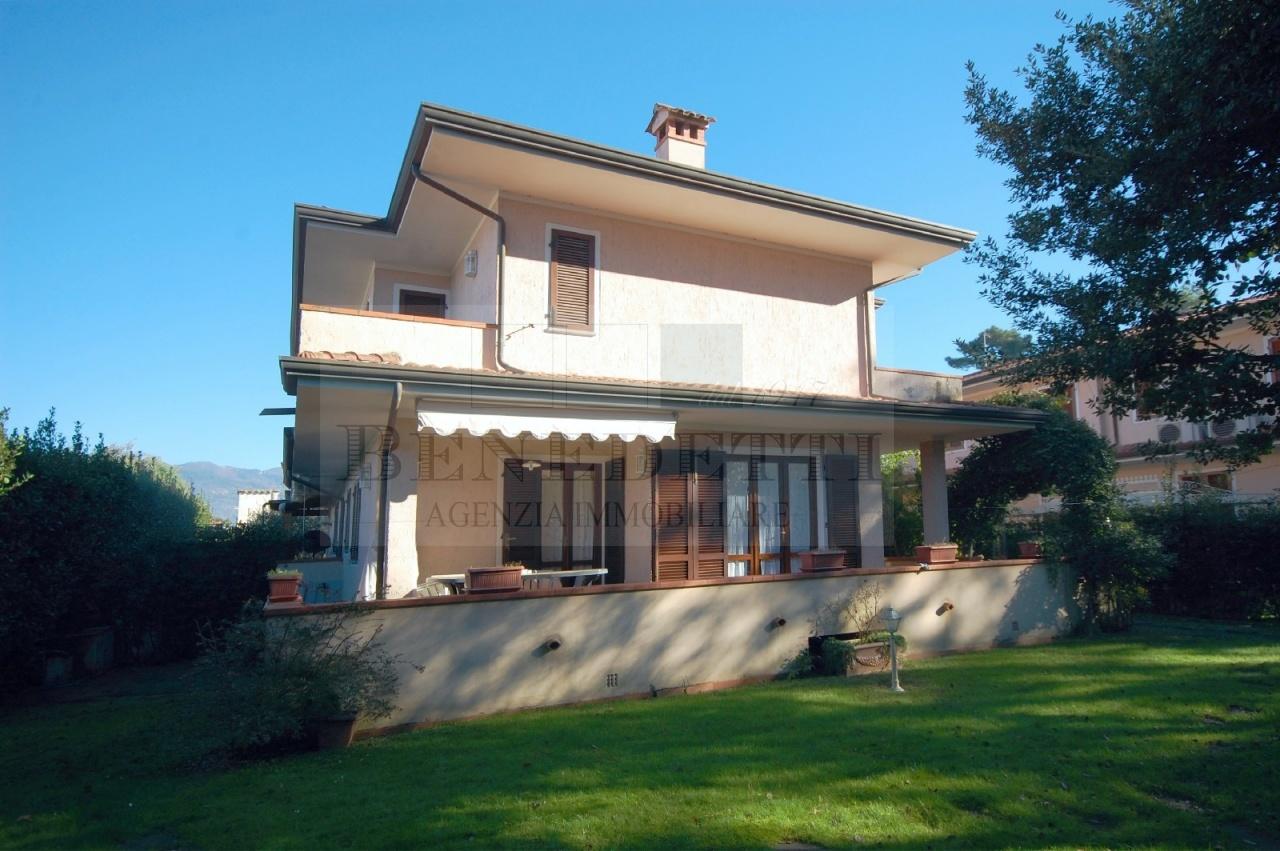 Soluzione Indipendente in vendita a Pietrasanta, 7 locali, prezzo € 690.000 | Cambio Casa.it