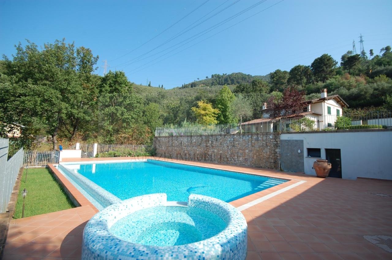 Villa in vendita a Pietrasanta, 12 locali, prezzo € 2.100.000 | Cambio Casa.it