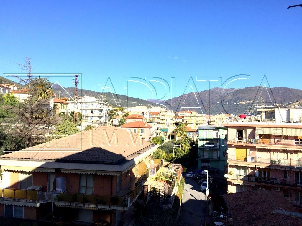 Bilocale Taggia Via Aurelia Ponente 10