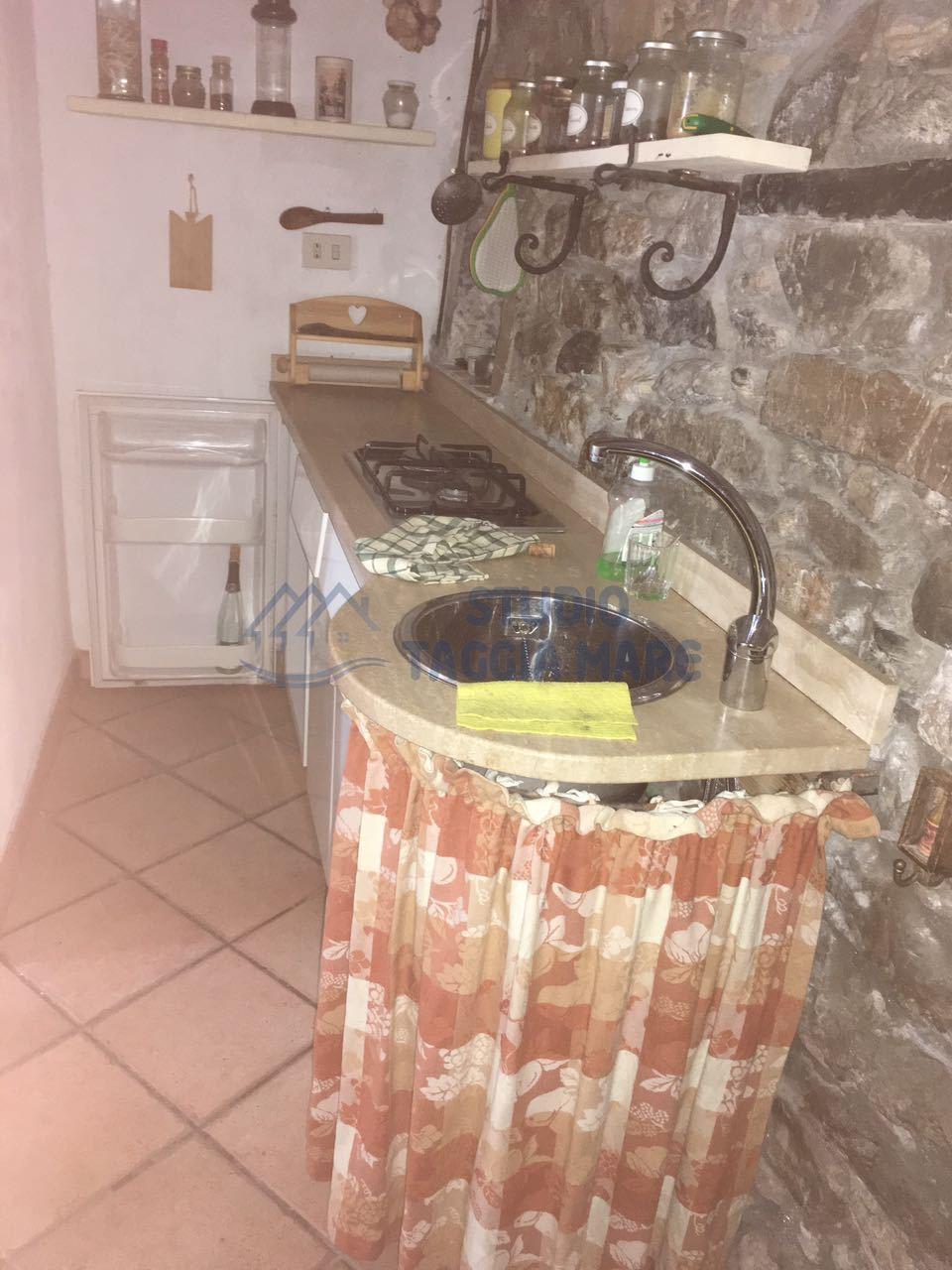 Appartamento in affitto a Badalucco, 2 locali, prezzo € 250 | Cambio Casa.it