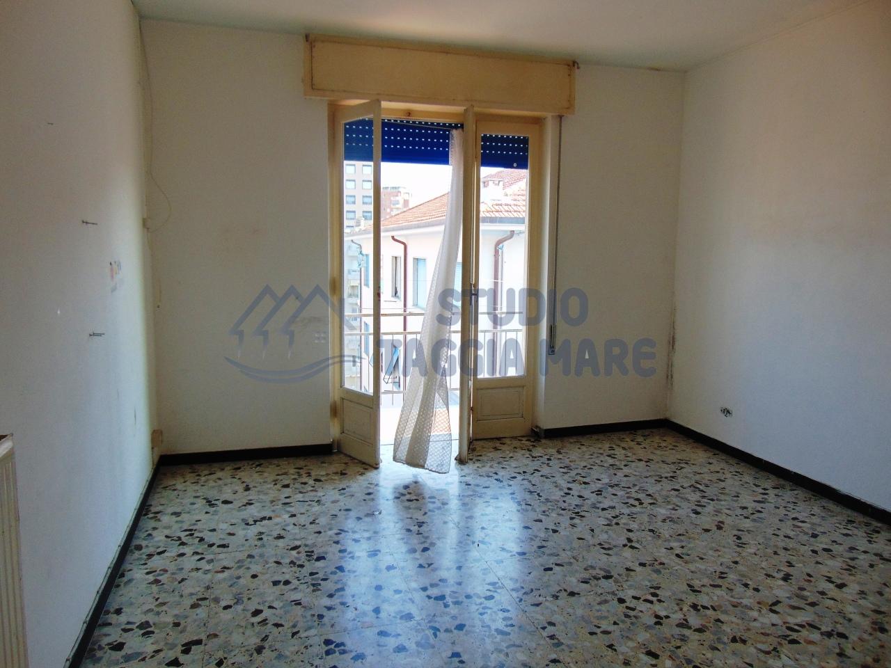 Appartamento in affitto a Taggia, 3 locali, prezzo € 470 | CambioCasa.it