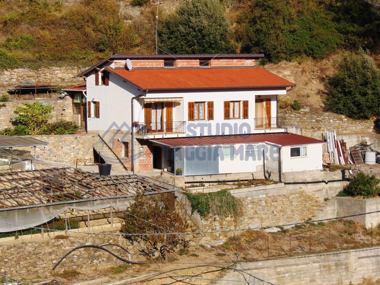 Soluzione Indipendente in vendita a SanRemo, 5 locali, prezzo € 320.000 | CambioCasa.it