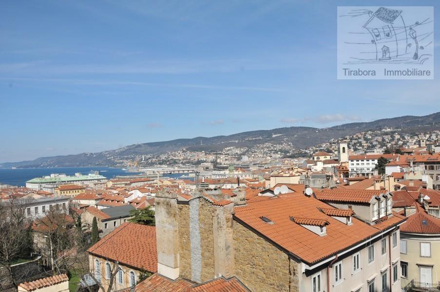 Bilocale Trieste Via Cereria 10 4