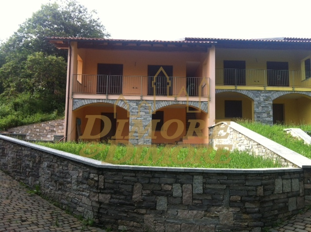 Villa a Schiera in Vendita a Nebbiuno
