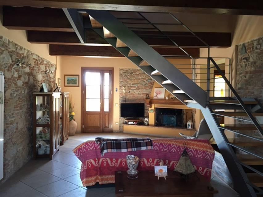 Rustico / Casale in vendita a San Giuliano Terme, 8 locali, prezzo € 630.000 | CambioCasa.it