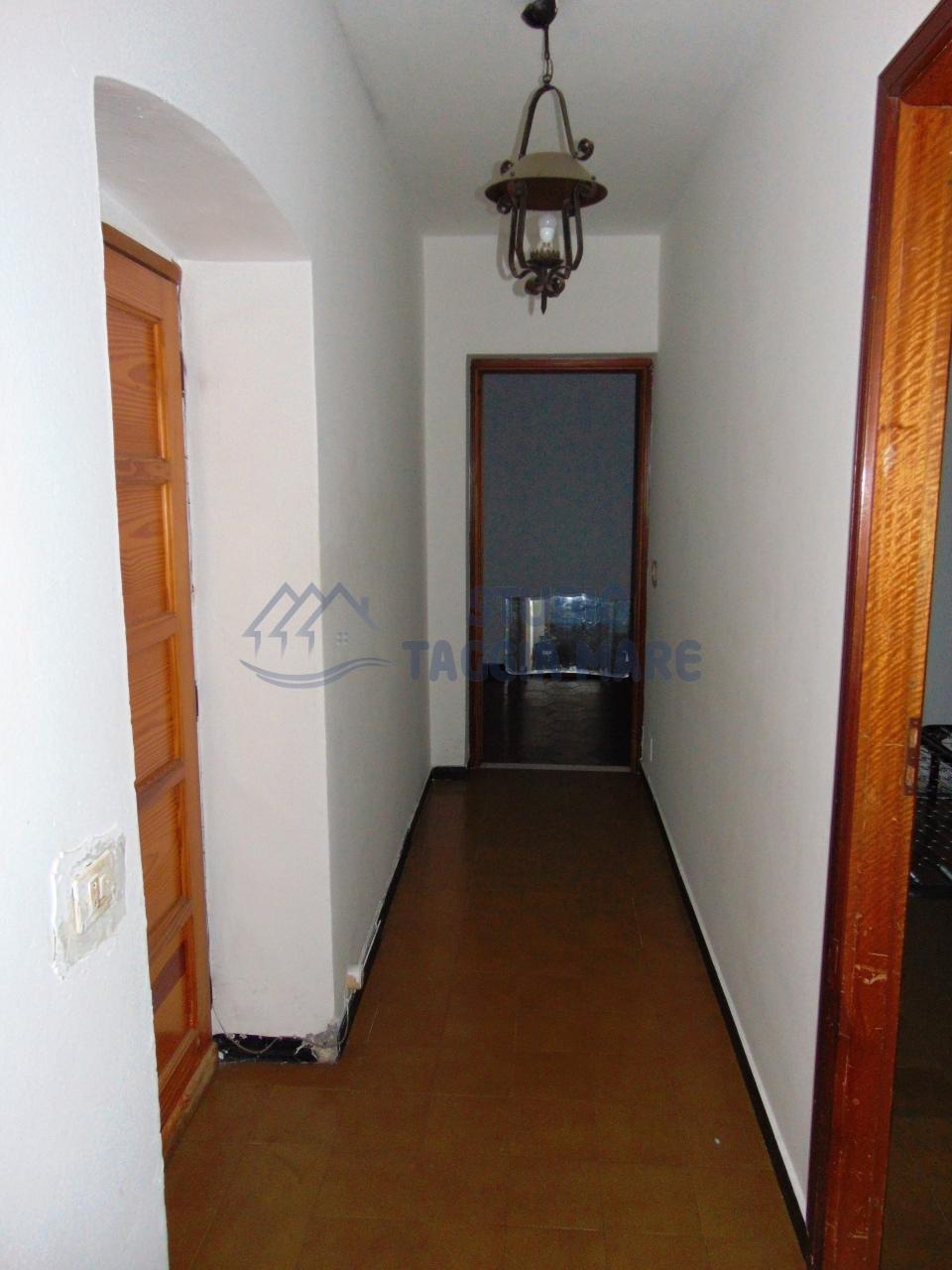 Appartamento in vendita a Taggia, 3 locali, prezzo € 59.000 | CambioCasa.it