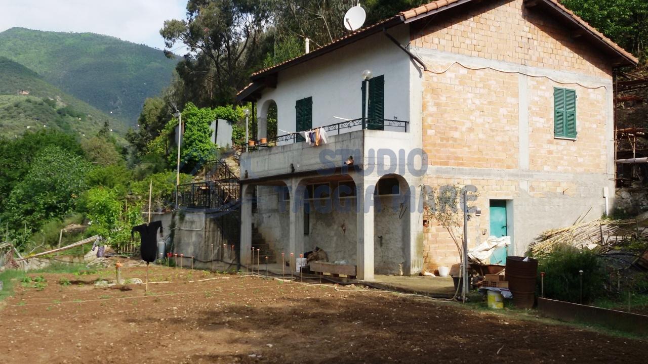 Soluzione Indipendente in vendita a Taggia, 5 locali, prezzo € 250.000 | Cambio Casa.it