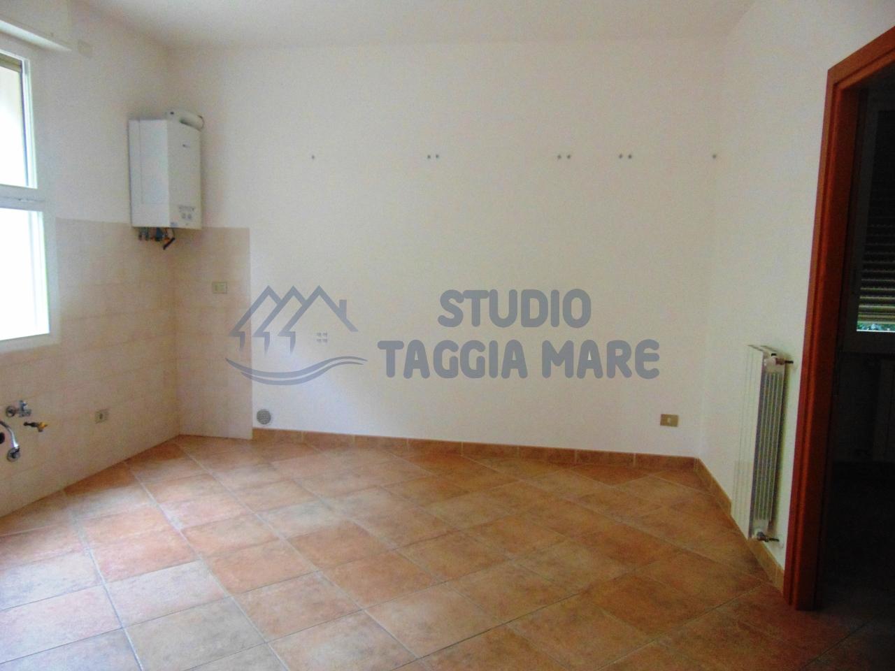 Appartamento in affitto a Taggia, 2 locali, prezzo € 380   Cambio Casa.it