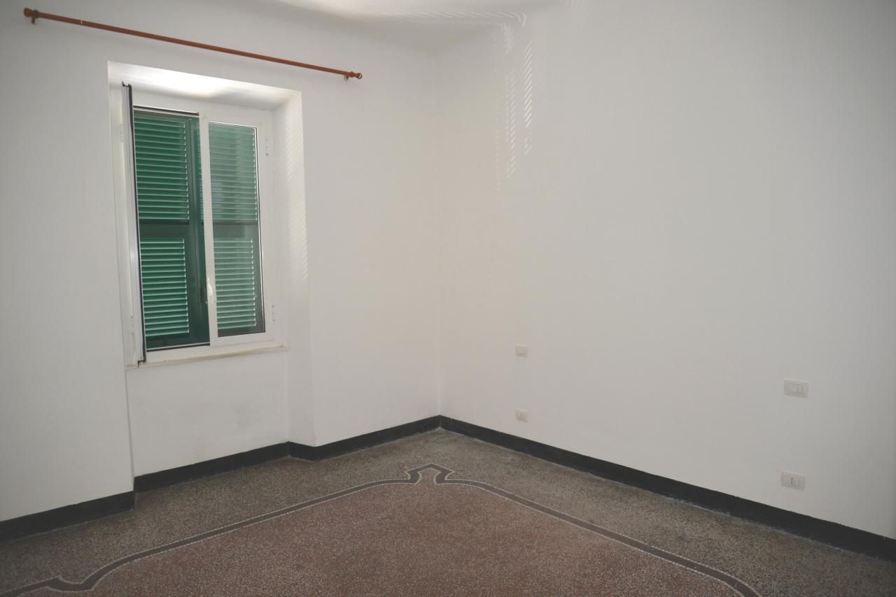 Appartamento in vendita a Vado Ligure, 3 locali, prezzo € 83.000 | CambioCasa.it