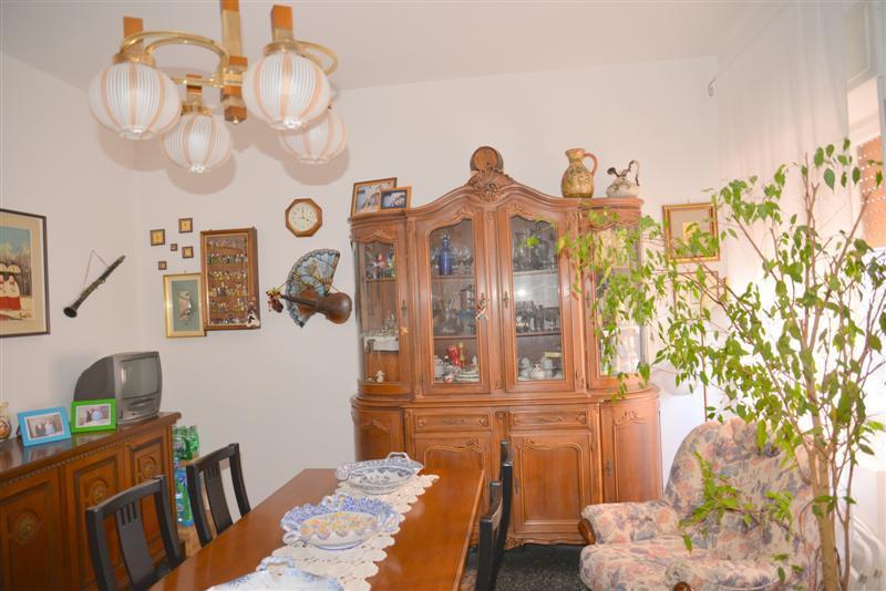 Appartamento in vendita a Savona, 6 locali, prezzo € 195.000 | CambioCasa.it