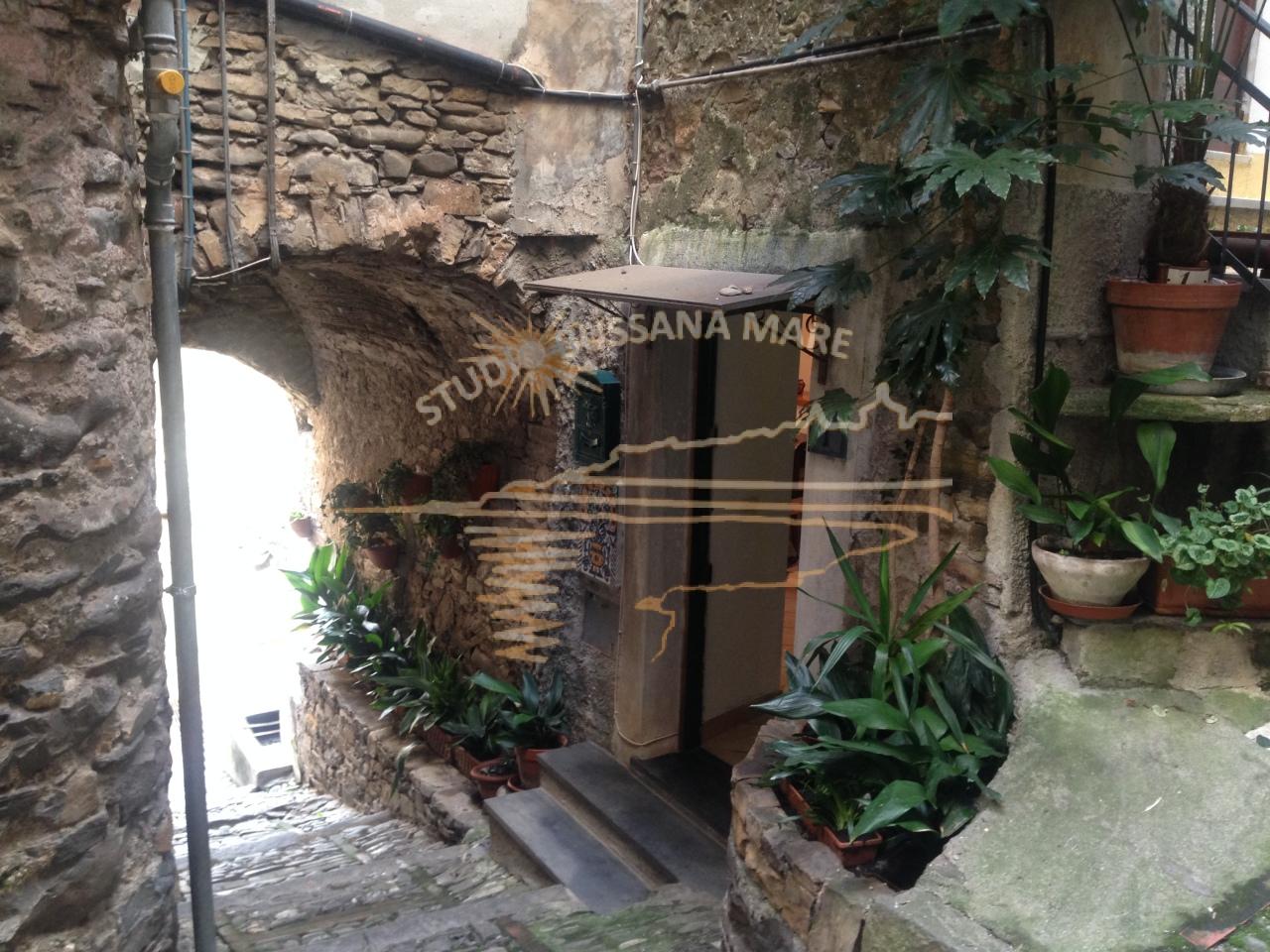 Bilocale Badalucco Via Vezzargo 1