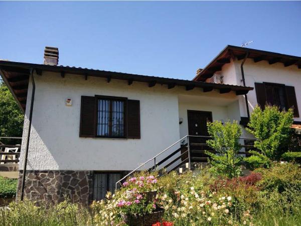 Foto 1 di Villa Strada per Montecastello  13, Pietra Marazzi
