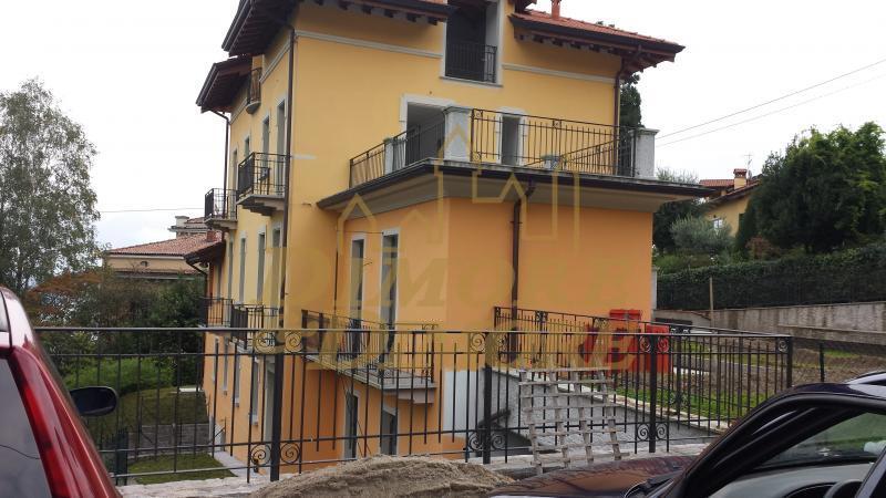 Attico / Mansarda in vendita a Stresa, 5 locali, prezzo € 410.000   CambioCasa.it