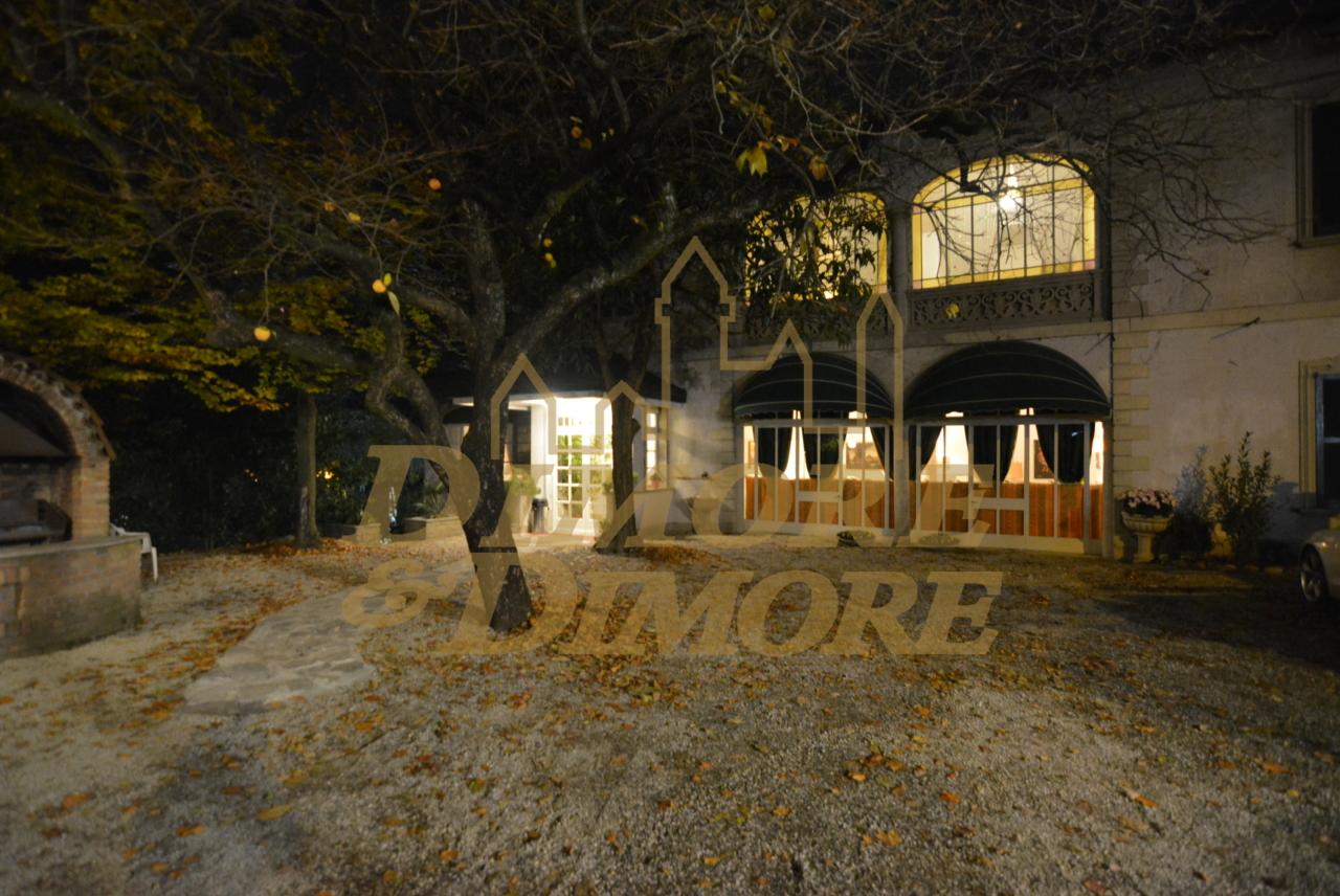 Ristorante / Pizzeria / Trattoria in vendita a Gemonio, 20 locali, prezzo € 870.000 | CambioCasa.it