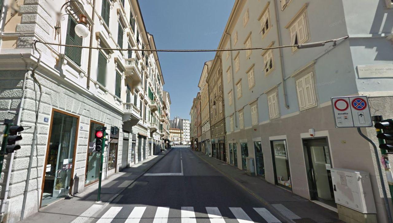 Negozio / Locale in affitto a Trieste, 9999 locali, prezzo € 2.650 | CambioCasa.it