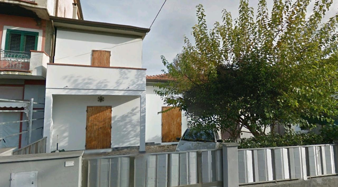 Soluzione Semindipendente in vendita a Montignoso, 4 locali, prezzo € 270.000 | CambioCasa.it