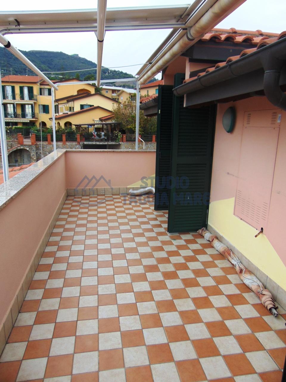 Appartamento in affitto a Taggia, 3 locali, prezzo € 600 | CambioCasa.it
