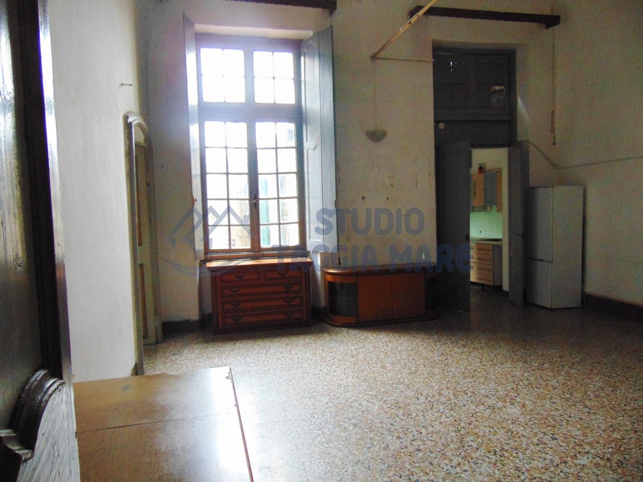 Appartamento in vendita a Taggia, 5 locali, prezzo € 99.000 | Cambio Casa.it