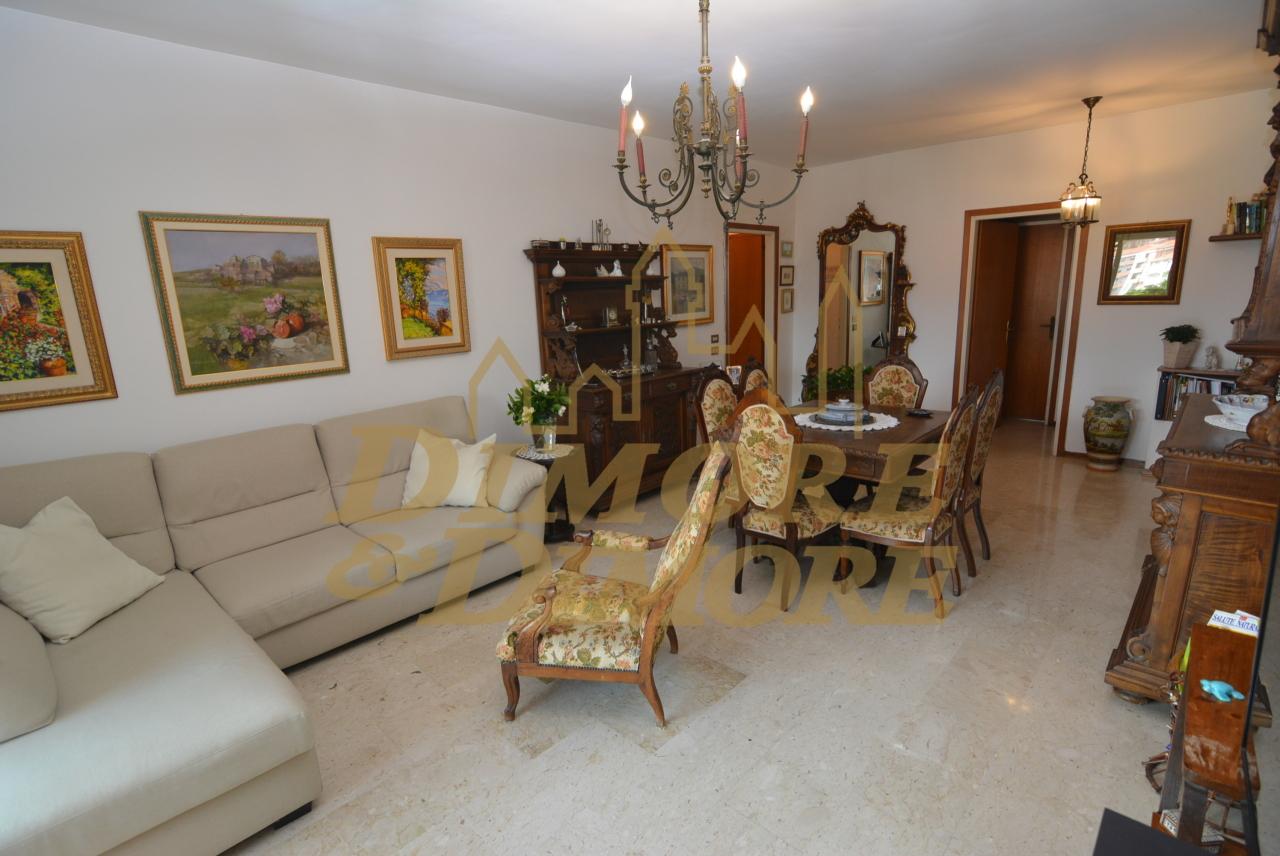 Appartamento in vendita a Verbania, 6 locali, prezzo € 260.000 | CambioCasa.it