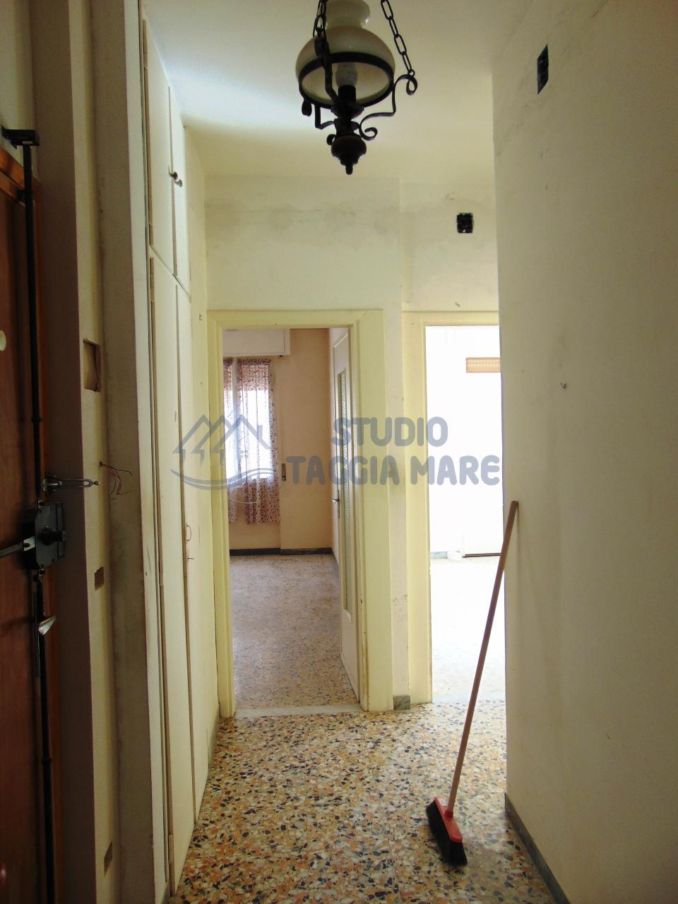 Appartamento in affitto a Taggia, 4 locali, prezzo € 600 | Cambio Casa.it