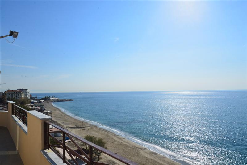 Appartamento in vendita a Savona, 5 locali, prezzo € 440.000 | CambioCasa.it