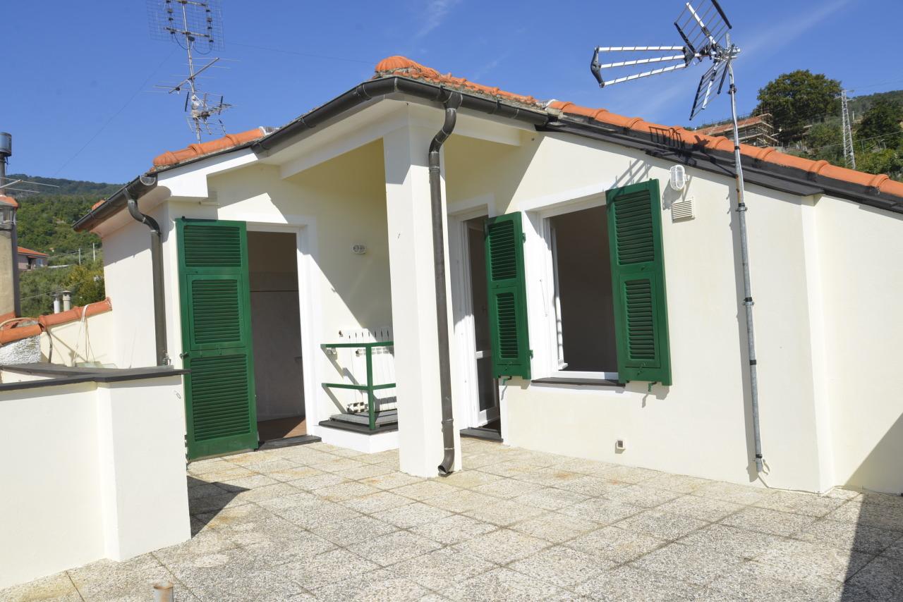 Appartamento in vendita a Vado Ligure, 3 locali, prezzo € 165.000   CambioCasa.it