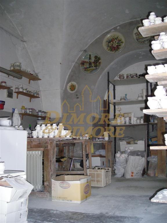 Capannone in vendita a Verbania, 5 locali, prezzo € 500.000 | CambioCasa.it