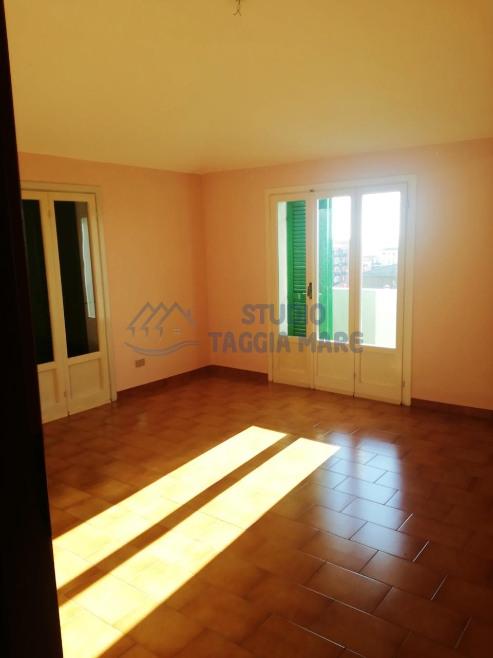 Appartamento in affitto a Riva Ligure, 3 locali, prezzo € 500 | Cambio Casa.it