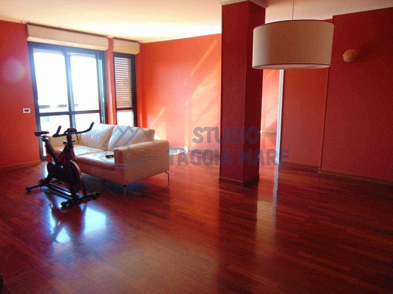 Attico / Mansarda in vendita a Taggia, 5 locali, Trattative riservate | Cambio Casa.it