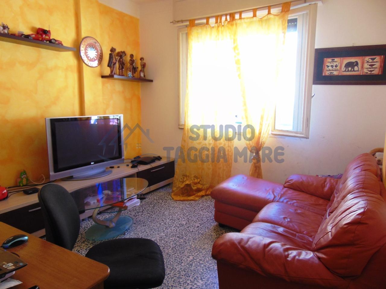 Appartamento in vendita a Taggia, 4 locali, prezzo € 195.000   CambioCasa.it