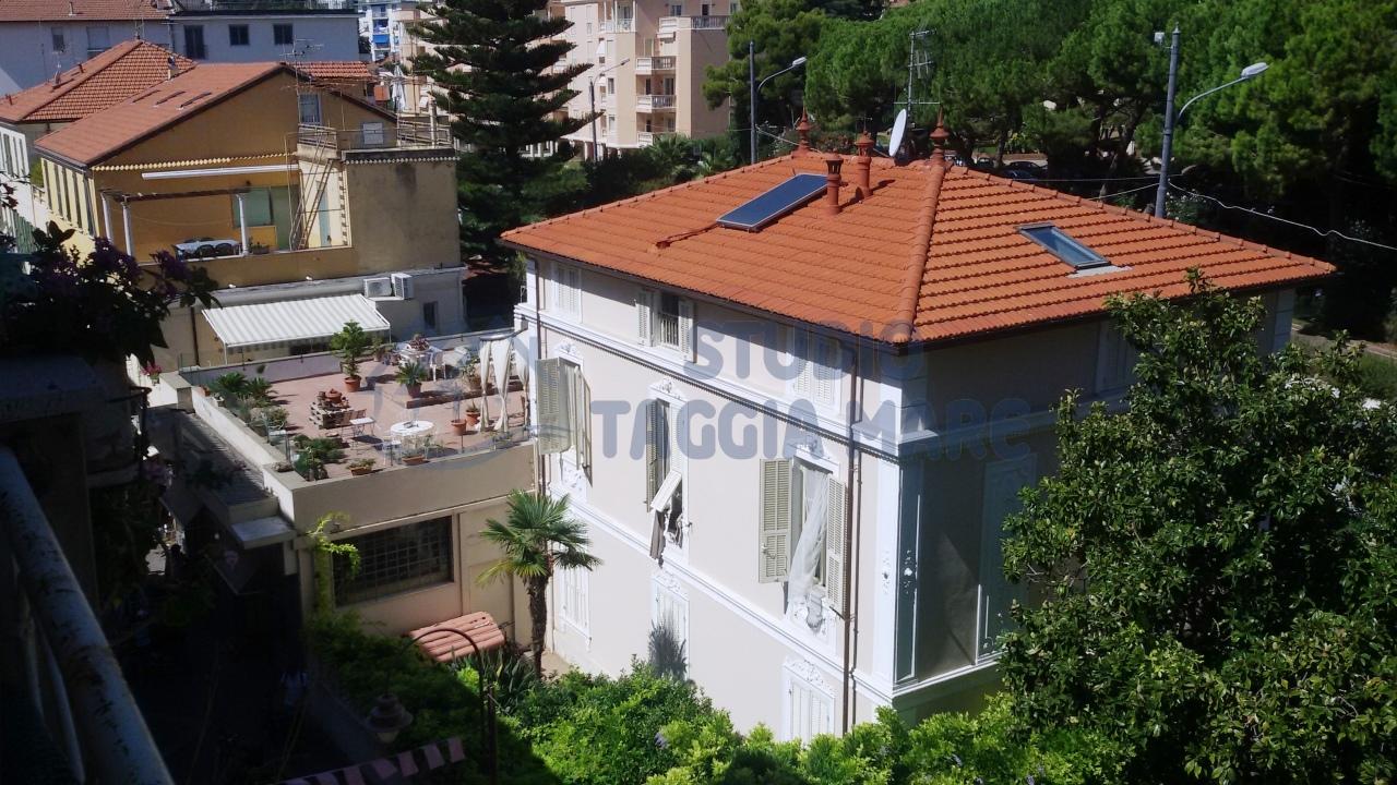 Appartamento in vendita a Taggia, 3 locali, prezzo € 210.000 | Cambio Casa.it
