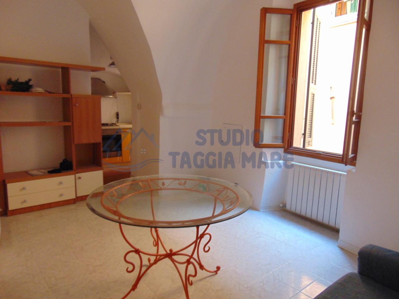 Bilocale Taggia Via Santa Lucia 11 1