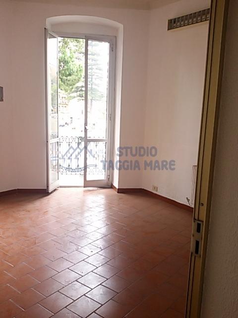 Ufficio / Studio in affitto a Taggia, 4 locali, prezzo € 800 | Cambio Casa.it